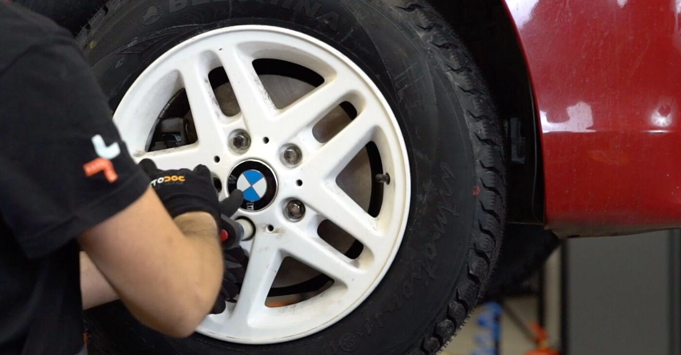 Kā noņemt BMW 3 SERIES 323Ci 2.5 2002 Bremžu šļūtene - viegli izpildāmas tiešsaistes instrukcijas