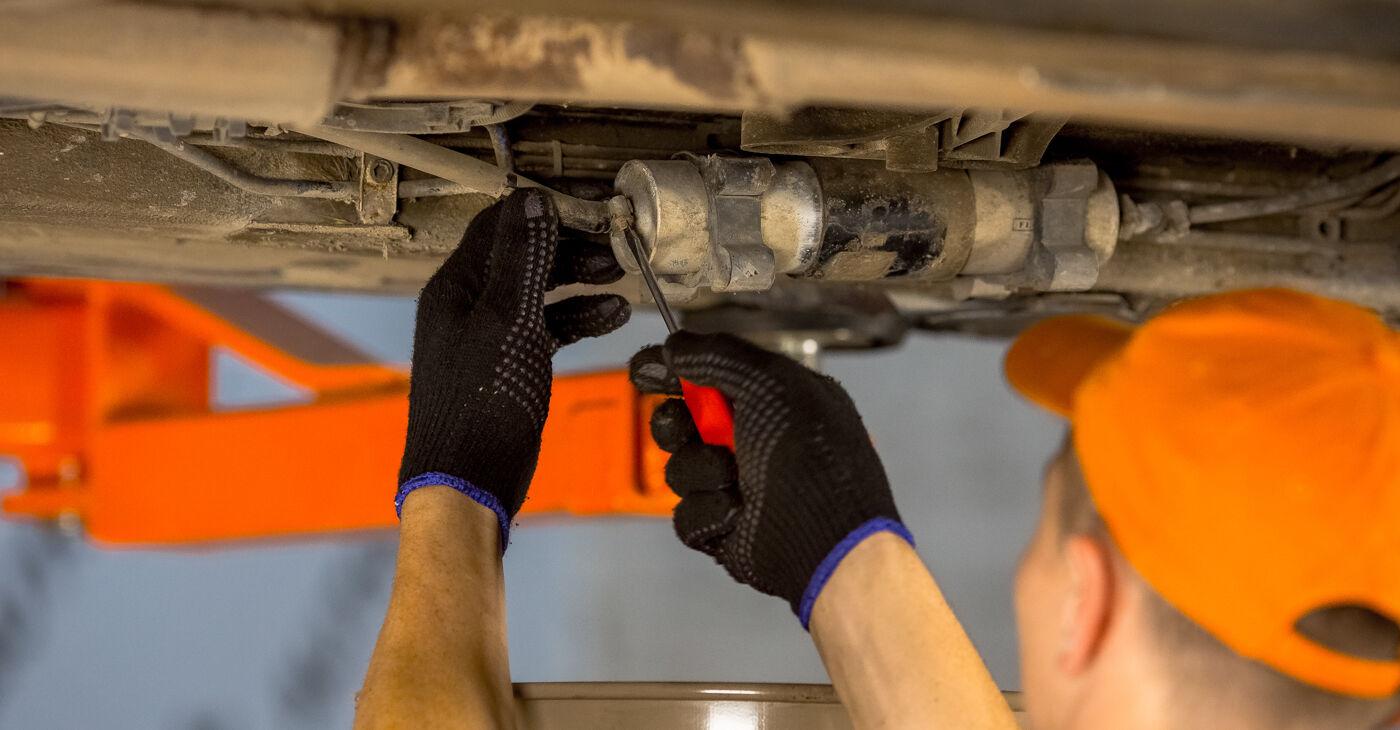 Kā noņemt BMW 3 SERIES 316i 1.9 1998 Degvielas filtrs - viegli izpildāmas tiešsaistes instrukcijas