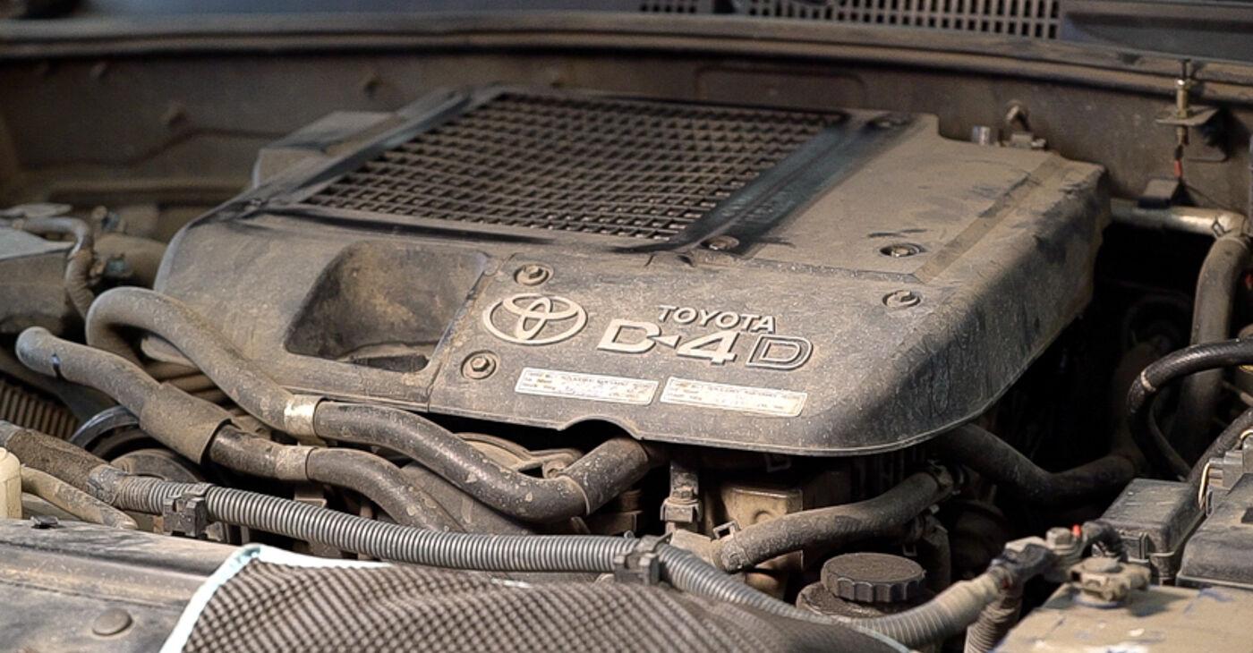 Toyota Prado J120 4.0 1997 Degvielas filtrs nomaiņa: bezmaksas remonta rokasgrāmatas