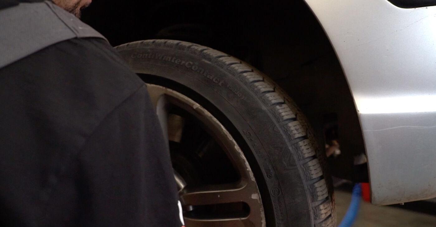Kā nomainīt Bremžu šļūtene BMW 3 Touring (E46) 2003 - lejupielādējiet PDF rokasgrāmatas un video instrukcijas