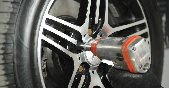 MERCEDES-BENZ E-CLASS E 200 CDI 2.2 (211.007) Brake Pads replacement: online guides and video tutorials