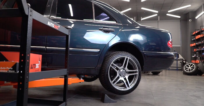 Changing Brake Pads on MERCEDES-BENZ E-CLASS (W211) E 220 CDI 2.2 (211.008) 2005 by yourself