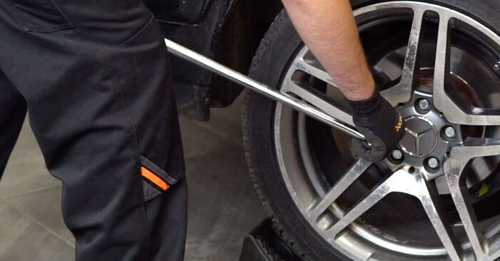 Mercedes W211 E 270 CDI 2.7 (211.016) 2004 Brake Pads replacement: free workshop manuals