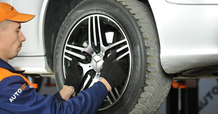 E-CLASS (W211) E 280 CDI 3.0 (211.020) 2005 Brake Pads DIY replacement workshop manual