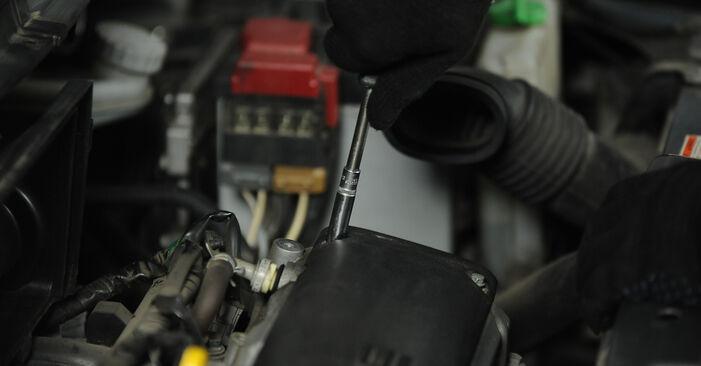 Zündkerzen beim SUZUKI SWIFT 1.5 4x4 (RS 415) 2012 selber erneuern - DIY-Manual
