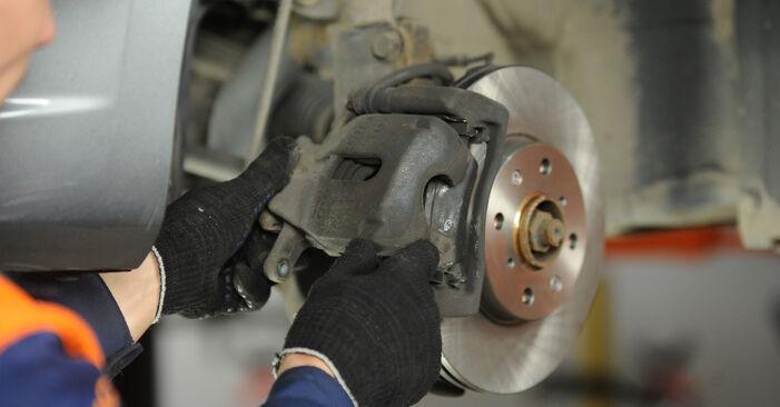 Bremsbeläge beim SUZUKI SWIFT 1.5 4x4 (RS 415) 2012 selber erneuern - DIY-Manual