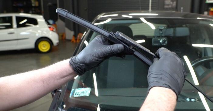 Ako vymeniť OPEL Corsa D Hatchback (S07) 1.3 CDTI (L08, L68) 2007 Stieracia liżta – návody a video tutoriály krok po kroku.