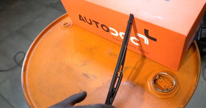 Wie man Scheibenwischer beim Opel Corsa D 2006 wechselt - Gratis PDF- und Video-Tutorials