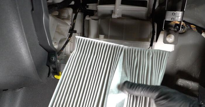 Tausch Tutorial Innenraumfilter am OPEL Corsa D Schrägheck (S07) 2009 wechselt - Tipps und Tricks