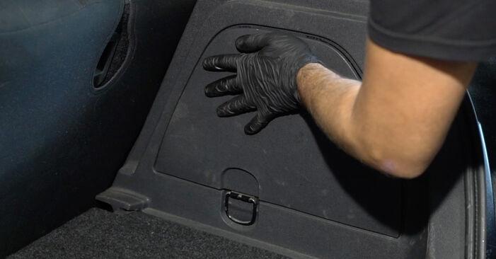 Heckleuchte Opel Corsa D 1.4 (L08, L68) 2008 wechseln: Kostenlose Reparaturhandbücher