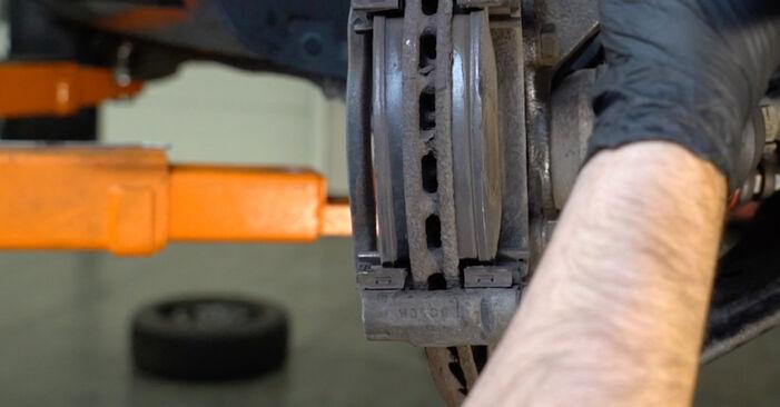 Смяна на Спирачни Накладки на Opel Corsa D 2007 1.3 CDTI (L08, L68) самостоятелно