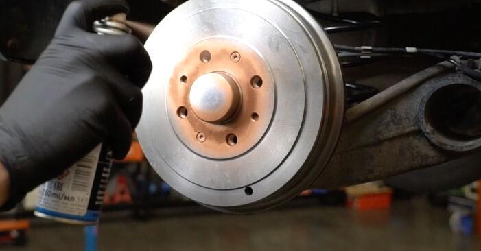 Wie schwer ist es, selbst zu reparieren: Radlager Opel Corsa D 1.4 (L08, L68) 2012 Tausch - Downloaden Sie sich illustrierte Anleitungen