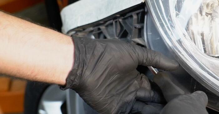 Podrobné odporúčania pre svojpomocnú výmenu Opel Corsa D 2010 1.3 CDTI (L08, L68) Hlavný svetlomet