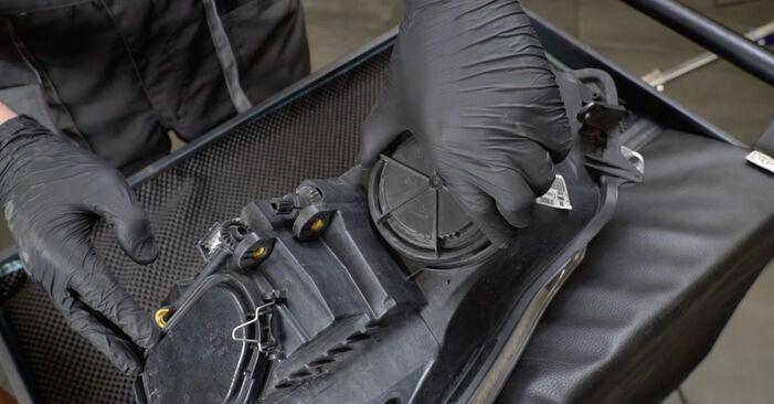 Hvordan man udskifter OPEL Corsa D Hatchback (S07) 1.3 CDTI (L08, L68) 2007 Forlygter - trin-for-trin manualer og video vejledninger