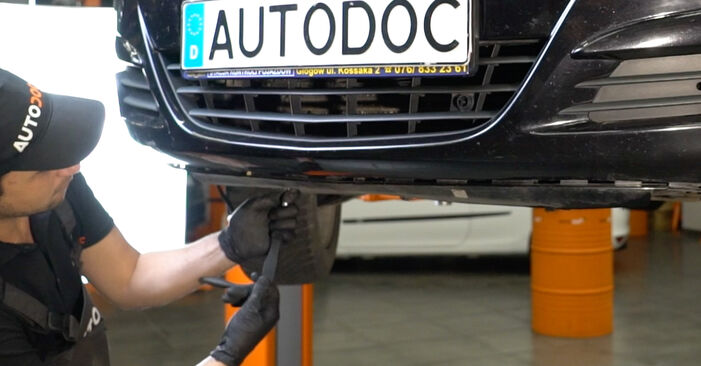 Svojpomocná výmena Hlavný svetlomet na aute Opel Corsa D 2007 1.3 CDTI (L08, L68)
