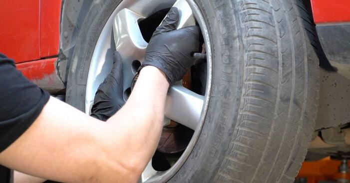 Hoe Stabilisatorstang SEAT Ibiza III Hatchback (6L) 1.9 TDI 2003 vervangen – stap voor stap leidraden en video-tutorials