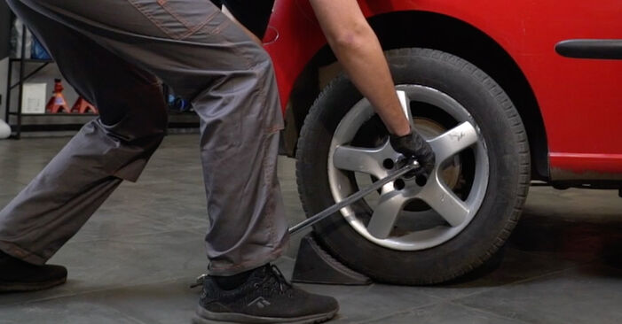 Kaip pakeisti SEAT Ibiza III Hatchback (6L) 1.9 TDI 2003 Spyruoklės - išsamios instrukcijos ir vaizdo pamokos