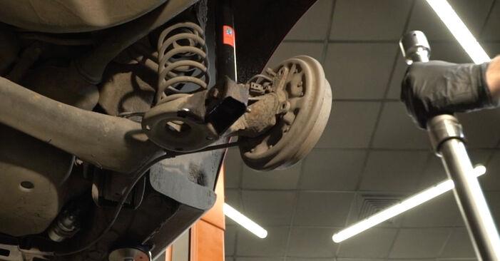 Sostituire Supporto Ammortizzatore su SEAT Ibiza III Hatchback (6L) 1.2 2008 non è più un problema con il nostro tutorial passo-passo