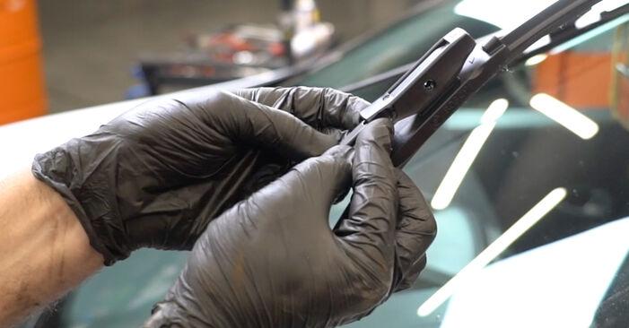 Wechseln Scheibenwischer am RENAULT Clio III Schrägheck (BR0/1, CR0/1) 2.0 16V Sport (CR0N, CR1P) 2008 selber