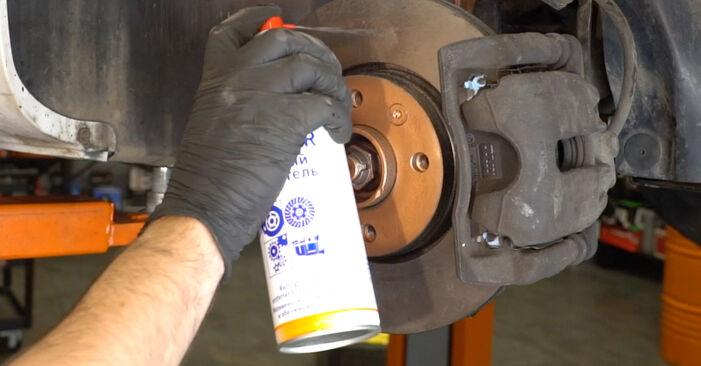 Comment remplacer Filtre à Carburant sur RENAULT Clio III 3/5 portes (BR0/1, CR0/1) 2010 : téléchargez les manuels PDF et les instructions vidéo