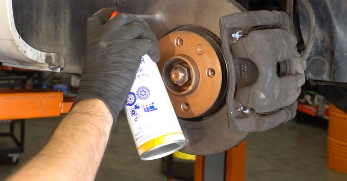 Kaip pakeisti Pasukimo trauklė la Renault Clio 3 2005 - nemokamos PDF ir vaizdo pamokos