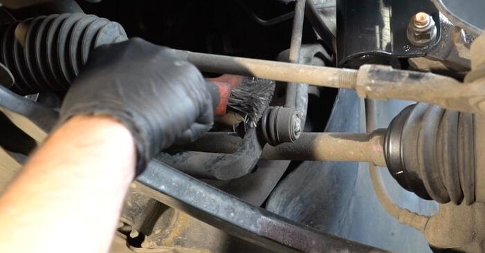 Kaip pakeisti Pasukimo trauklė RENAULT Clio III Hatchback (BR0/1, CR0/1) 2010: atsisiųskite PDF instrukciją ir vaizdo pamokas