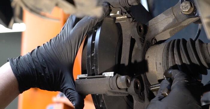 Bremsscheiben beim RENAULT CLIO 1.4 16V 2012 selber erneuern - DIY-Manual