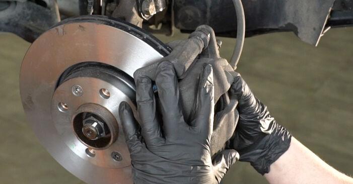 Tausch Tutorial Bremsscheiben am RENAULT Clio III Schrägheck (BR0/1, CR0/1) 2017 wechselt - Tipps und Tricks