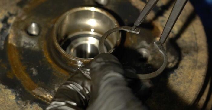 Tausch Tutorial Radlager am RENAULT Clio III Schrägheck (BR0/1, CR0/1) 2007 wechselt - Tipps und Tricks