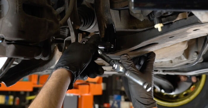 Wie schwer ist es, selbst zu reparieren: Querlenker Renault Clio 3 1.2 16V 2011 Tausch - Downloaden Sie sich illustrierte Anleitungen
