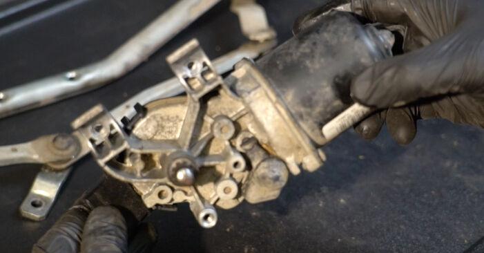 Zelf Ruitenwissermotor RENAULT Clio III Hatchback (BR0/1, CR0/1) 2.0 16V Sport (CR0N, CR1P) 2008 vervangen