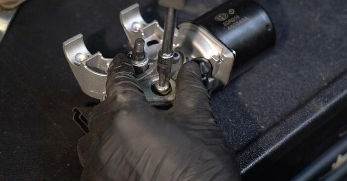 Hoe Ruitenwissermotor vervangen RENAULT Clio III Hatchback (BR0/1, CR0/1) 2010: download pdf-handleidingen en video-instructies