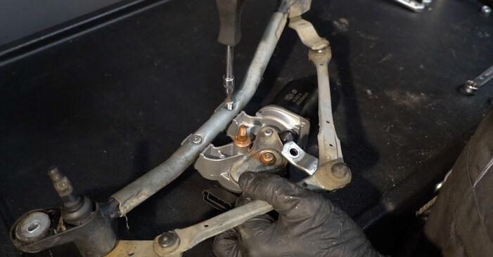 RENAULT CLIO 2012 Ruitenwissermotor stapsgewijze handleiding voor vervanging