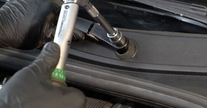 How to remove RENAULT CLIO 1.2 16V Hi-Flex 2009 Wiper Motor - online easy-to-follow instructions