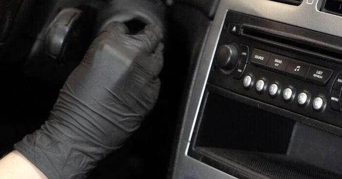 Колко време отнема смяната: Филтър купе на Peugeot 307 SW 2008 - информативен PDF наръчник