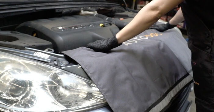 How to replace PEUGEOT 307 SW (3H) 1.6 HDI 110 2001 Air Filter - step-by-step manuals and video guides