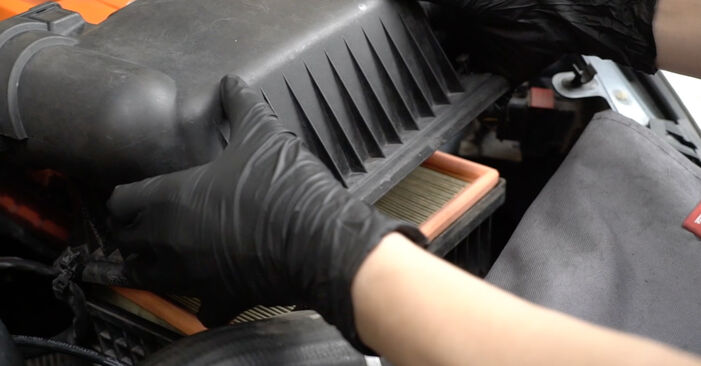 Changing Air Filter on PEUGEOT 307 SW (3H) 2.0 16V 2003 by yourself