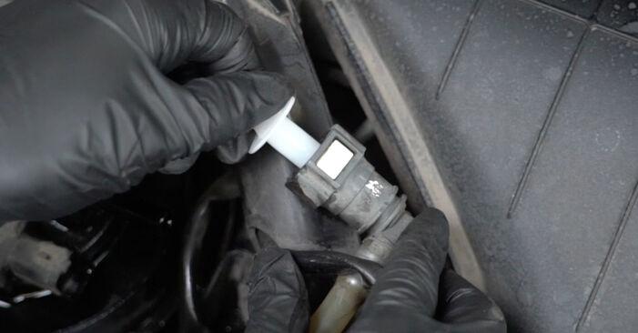 Wie schwer ist es, selbst zu reparieren: Kraftstofffilter Peugeot 307 SW 1.6 HDI 90 2006 Tausch - Downloaden Sie sich illustrierte Anleitungen