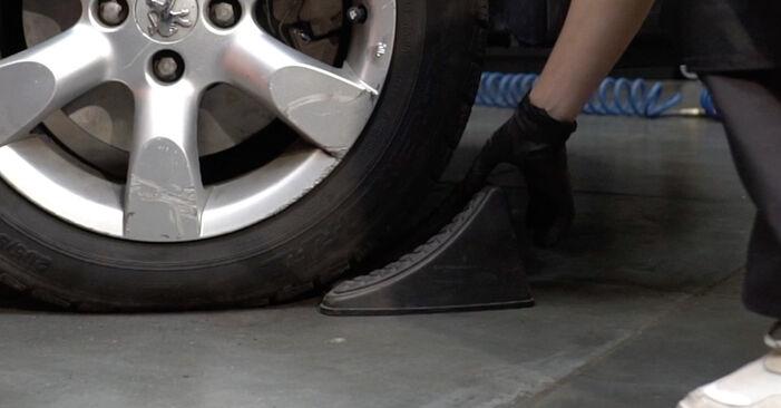 Austauschen Anleitung Bremsbeläge am Peugeot 307 SW 2010 1.6 HDI 110 selbst