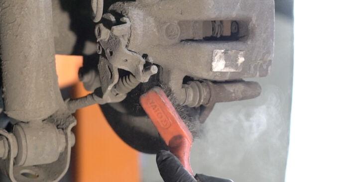 Wie schwer ist es, selbst zu reparieren: Bremsscheiben Peugeot 307 SW 1.6 HDI 90 2006 Tausch - Downloaden Sie sich illustrierte Anleitungen
