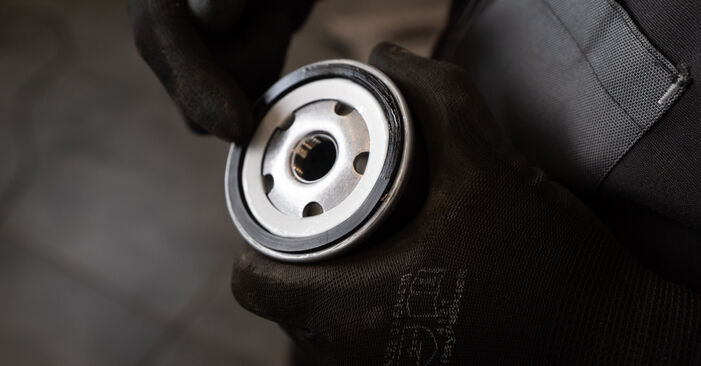 Sustitución de Filtro de Aceite en un Nissan Qashqai j10 2.0 dCi Allrad 2008: manuales de taller gratuitos
