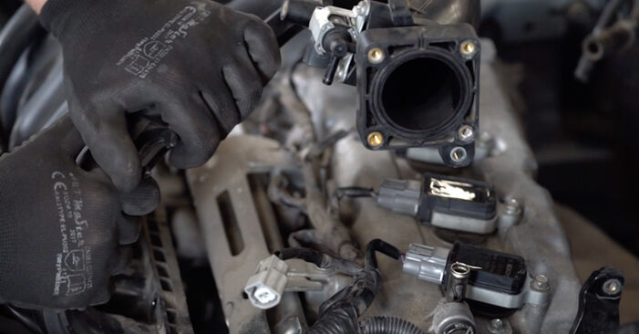 Replacing Spark Plug on Nissan Qashqai j10 2008 1.5 dCi by yourself