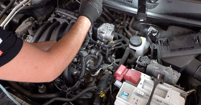 Changing Spark Plug on NISSAN Qashqai / Qashqai +2 I (J10, NJ10) 2.0 dCi 2009 by yourself