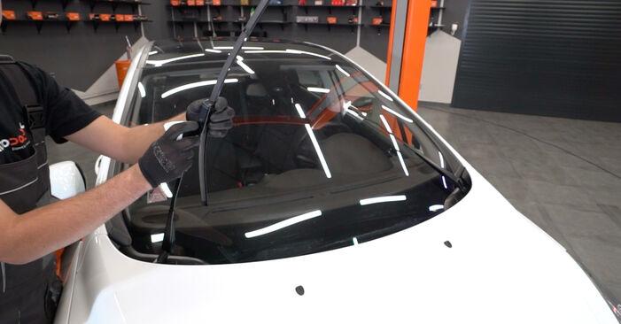 Changing Wiper Blades on PEUGEOT 308 I Hatchback (4A_, 4C_) 1.4 16V 2010 by yourself