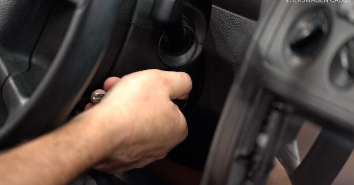 Come sostituire VW Caddy III Station Wagon (2KB, 2KJ, 2CB, 2CJ) 1.9 TDI 2005 Filtro Olio - manuali passo passo e video guide