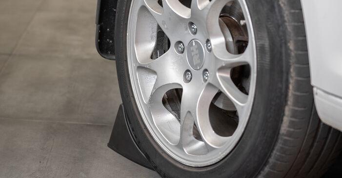 Wie Bremssattel VW Caddy III Kastenwagen (2KA, 2KH, 2CA, 2CH) 1.6 TDI 2005 austauschen - Schrittweise Handbücher und Videoanleitungen