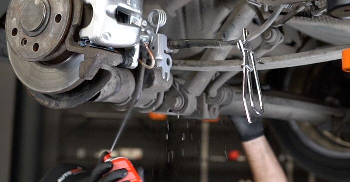 Bremssattel beim VW CADDY 2.0 TDI 2011 selber erneuern - DIY-Manual