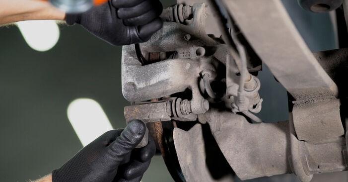 Wie schwer ist es, selbst zu reparieren: Bremssattel VW Caddy 3 kasten 2.0 TDI 16V 2010 Tausch - Downloaden Sie sich illustrierte Anleitungen