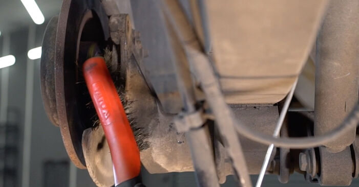 Jak odstranit VW CADDY 1.6 2008 Lozisko kola - online jednoduché instrukce