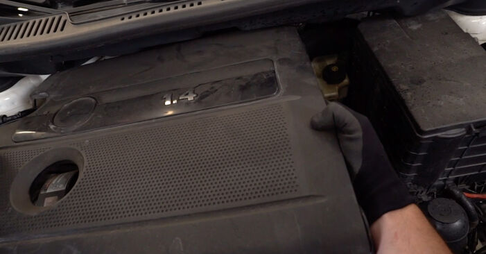 Jak dlouho trvá výměna: Zapalovaci svicka na autě VW Caddy 3 2012 - informační PDF návod